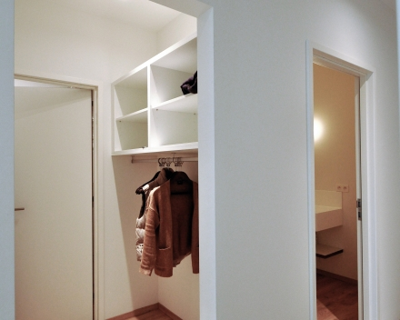 Large: cloakroom and hallway
